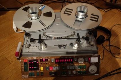 テープは、2トラ38(2トラック38cmスピード)オープンデッキ。これも、プロ用機とのこと。