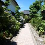 昔からの小道や、屋敷内の庭園を楽しむことも出来る。